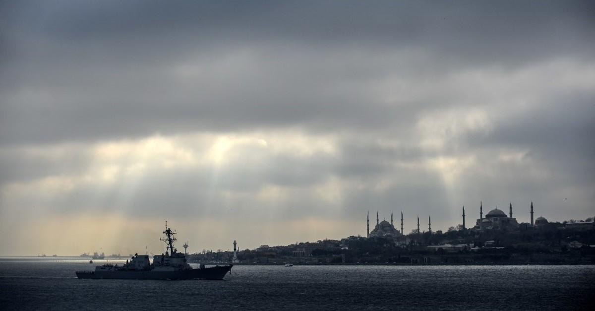 The ,USS Truxtun, destroyer passes the Bosphorus Strait on March 7, 2014. (AFP Photo)