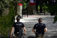 """Am Donnerstag führten die österreichische Polizei landesweite Razzien gegen Staatsverweigerer durch und nahm dabei 26 Personen fest, die verdächtig werden führende Positionen im """"Staatenbund..."""