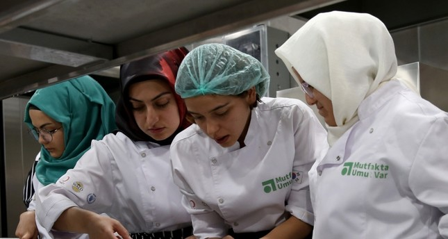 'There is hope in the kitchen' to find jobs for Syrians, Turks