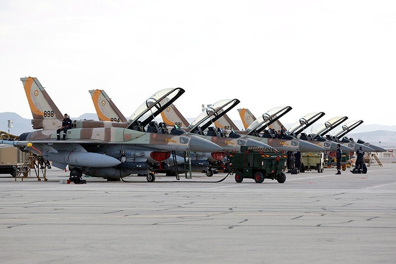 Israeli mechanics prepare F-16 fighter aircrafts during the joint Air Forces drill ,Blue Flag, at the Ovda Air Force Base in the Negev Desert near Eilat, southern Israel, Nov. 8 2017 (EPA Photo)