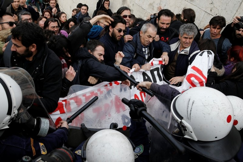 Greek school teachers scuffle with riot police during a demonstration in front of the parliament building against government plans to change hiring procedures in the public sector in Athens, Greece, January 11, 2019. (Reuters Photo=