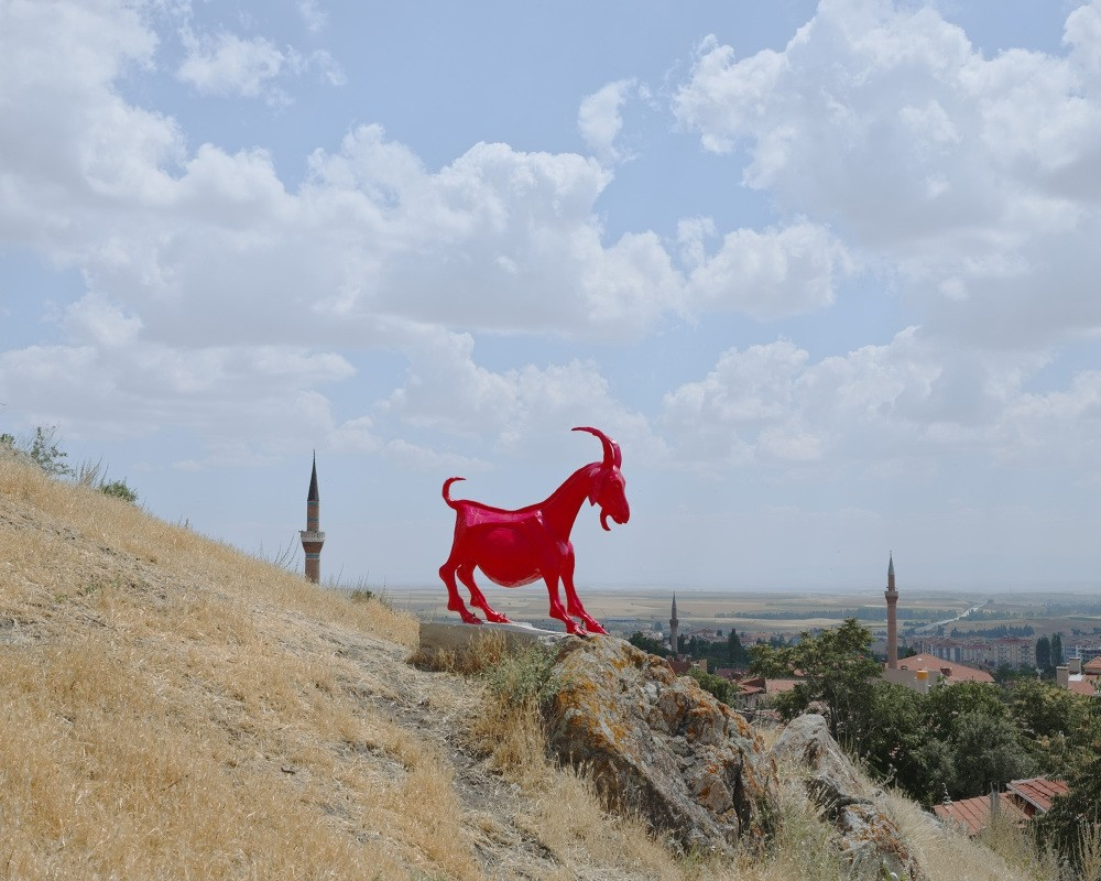 In search of an artistic discourse, the artist and curator questioned identities and significance of east and west, Istanbul and Anatolia, the city and the mountain. The mountain has proved a strong metaphor for both the artist and the curator.