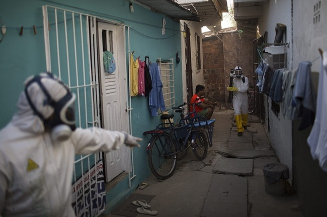 Municipal workers sprays insecticide to combat the Aedes aegypti mosquitoes that transmits the Zika virus at the Imbiribeira neighborhood in Recife, Pernambuco state, Brazil, Tuesday, Jan. 26, 2016. (AP Photo)