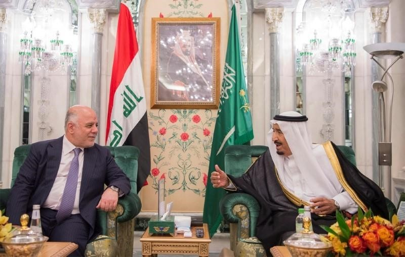 Saudi Arabia's King Salman bin Abdulaziz Al Saud (R) talks with Iraqi Prime Minister Haider al-Abadi in Jeddah, Saudi Arabia, June 19, 2017. (Reuters Photo)