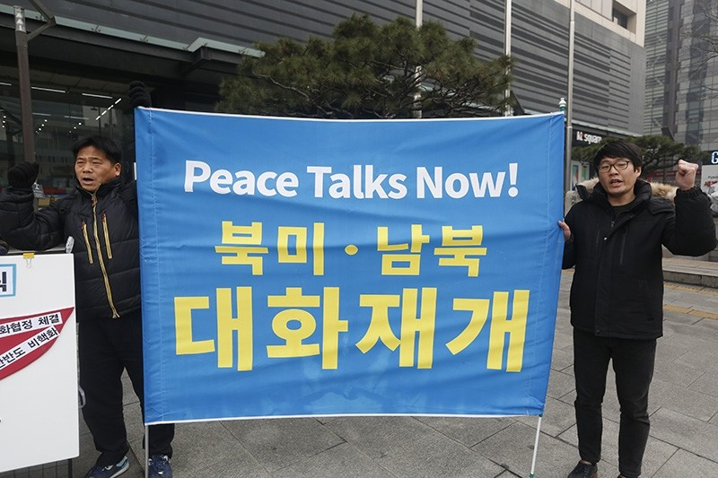 South Korean protesters hold up a banner during a rally against US policy towards North Korea near the US embassy in Seoul, South Korea, 16 January 2018. (EPA Photo)