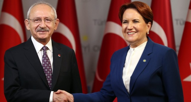 CHP Chairman Kemal Kılıçdaroğlu and İP Chairwoman Meral Akşener shake hands after their press conference in Ankara on January 25, 2019. (AFP Photo)