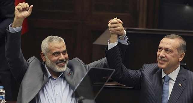 صورة أرشيفية أثناء حضور ه اجتماع الكتلة البرلمانية لحزب العدالة والتنمية التركي عام 2012 (آسوشيتد برس)