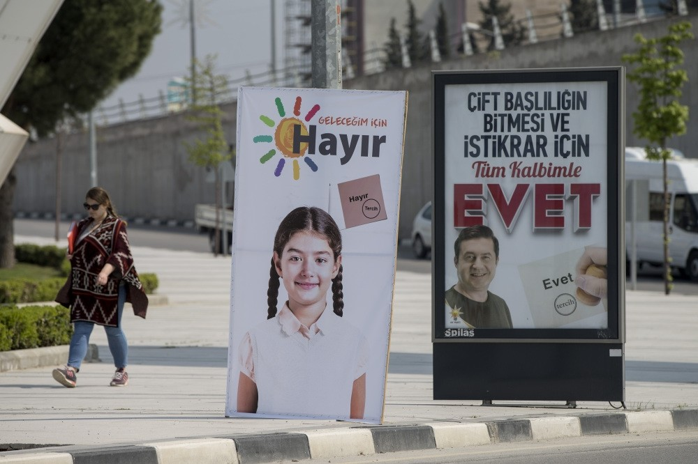Billboards show u2018nou2019 on the left, u2018yesu2019 on the right as part of campaign ads for the referendum. (AA Photo)