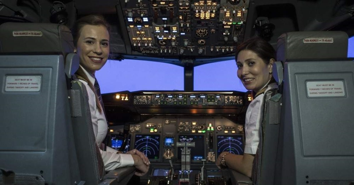 Turkish Airlines chief pilot Selin Sevimli (L) and first officer Didem Bayrakdar (C). (DHA Photo)