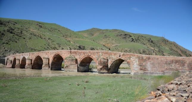 تركيا.. جسر أثري للمشاة عمره 721 عاما