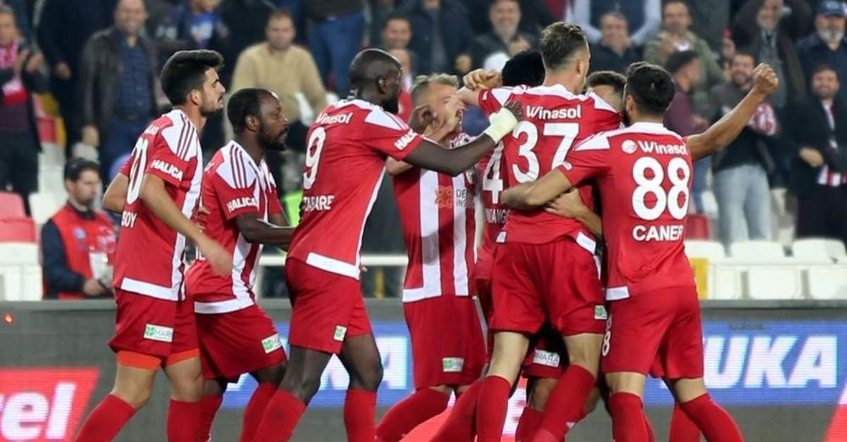 Demir Grup Sivasspor players celebrate a victory against Ittifak Holding Konyaspor, Sivas, Nov. 9, 2019. (AA Photo)