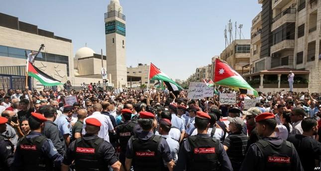 ملك الأردن يطالب الحكومة المستقيلة بتصريف الأعمال إلى حين تشكيل حكومة جديدة