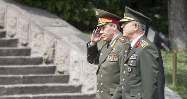 تركيا وروسيا تعتمدان قناة تواصل للتعاون في المجال العسكري