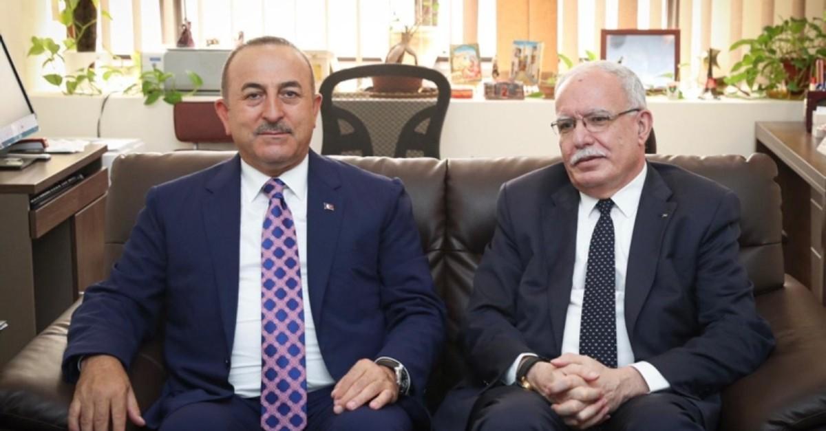 Foreign Minister Mevlu00fct u00c7avuu015fou011flu (L) sits besides Palestinian counterpart Riad al-Malki in Jeddah, Saudi Arabia, on Sept. 15, 2019.