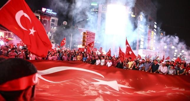الأتراك يواصلون مظاهرات حماية الديمقراطية لليوم الرابع عشر على التوالي