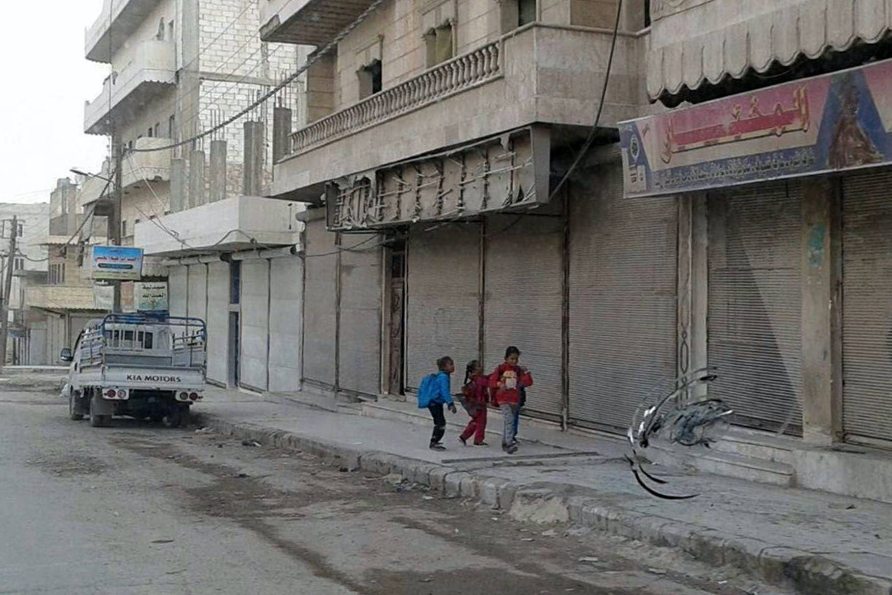 Locals in Manbij shut down their stores to protest the PYDu2019s forcible recruitment of young males in the city.