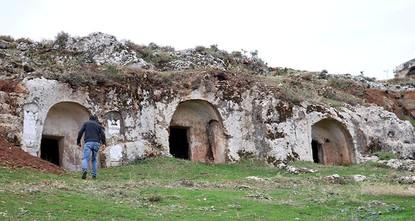 19 Roman tombs unearthed in s. Turkey's Antakya