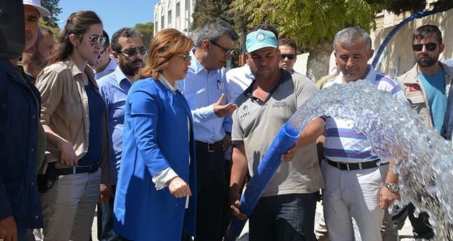 رئيسة بلدية غازي عنتاب التركية تتفقد جرابلس وتشرف على إيصال المياه للسكان