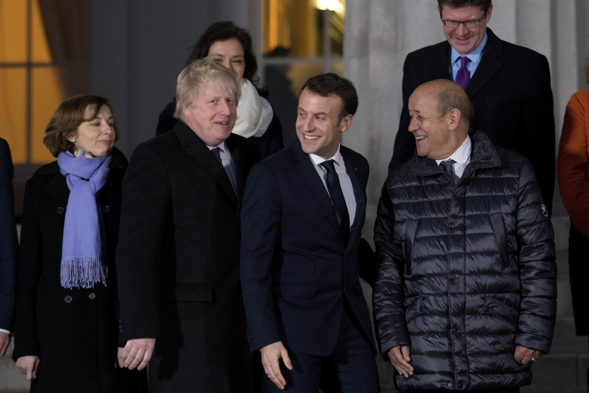 Britain's Foreign Secretary Boris Johnson and France's President Emmanuel Macron walk to pose for a family photo at the Royal Military Academy Sandhurst, during UK-France summit talks in Sandhurst, Britain, January 18, 2018. (REUTERS Photo)