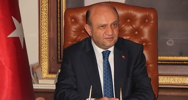 وزير الدفاع التركي يوضح سبب عدم فصل المساعدين العسكريين المتورطين في الانقلاب