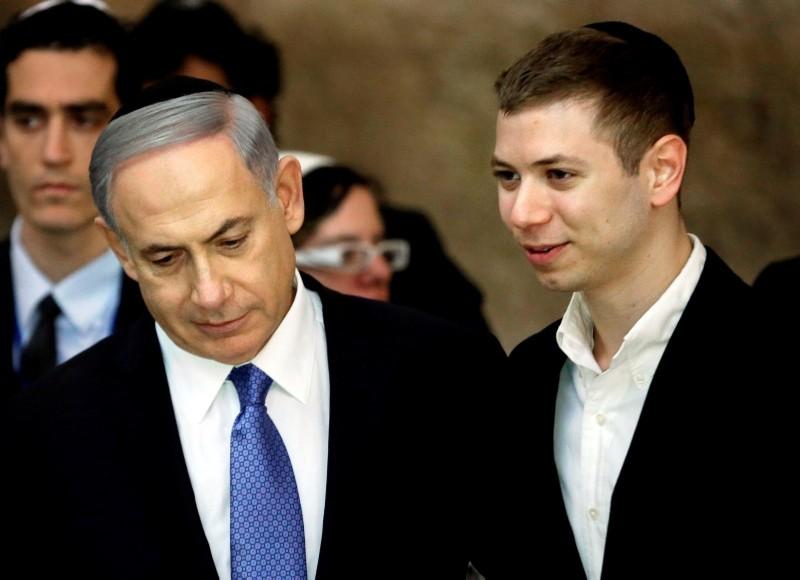 Israeli PM Benjamin Netanyahu (L) with his son Yair. (AFP Photo)
