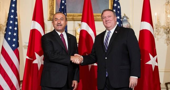 وزير الخارجية التركي، مولود تشاوش أوغلو خلال لقائه نظيره الأمريكي، مايك بومبيو في واشنطن 4 يونيو 2018  (أسوشيتد برس)