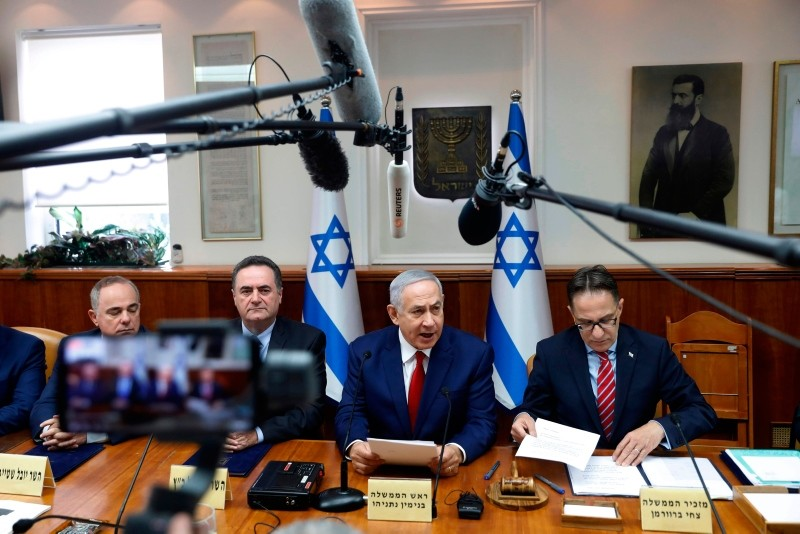 Israeli Prime Minister Benjamin Netanyahu (C) attends the weekly cabinet meeting at the Prime Minister's office in Jerusalem on December 23, 2018. (AFP Photo)