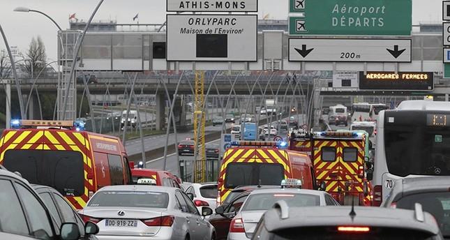 مقتل رجل بعدما سرق قطعة سلاح من عسكري في مطار أورلي بباريس