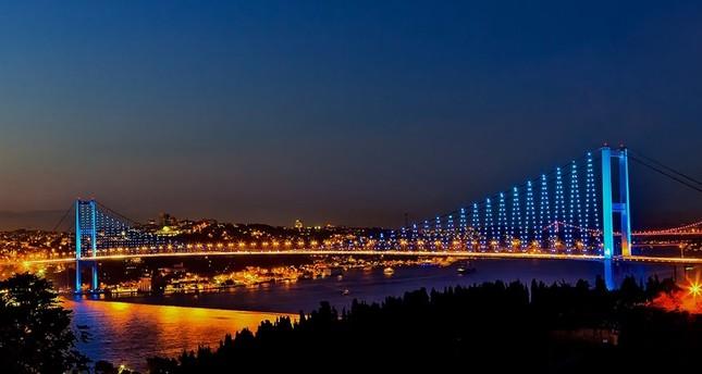 السياح السعوديون لا يفوتون سيلفي جسر الشهداء في إسطنبول