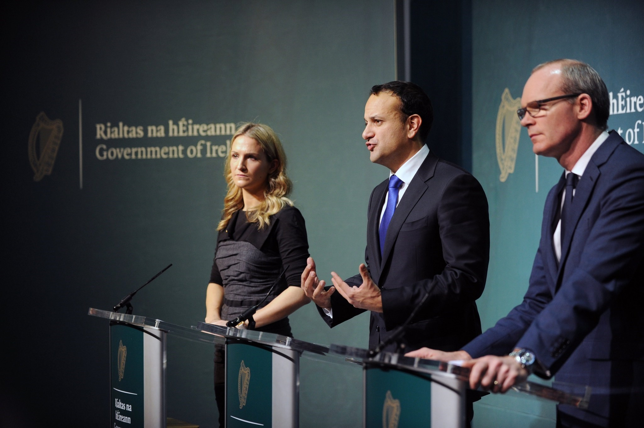 Irish Prime Minister, An Taoiseach, Leo Varadkar (C) and his Foreign Minister Simon Coveney (R) and Ireland's European Minister, Helen McAntee during a press conference in Dublin, Ireland, 04 December 2017. (EPA Photo)