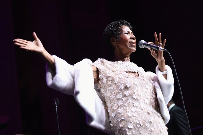 In this file photo taken on November 7, 2017 singer Aretha Franklin performs onstage during a ceremony of the Elton John AIDS Foundation at Cathedral of St. John the Divine in New York City. (AFP Photo)