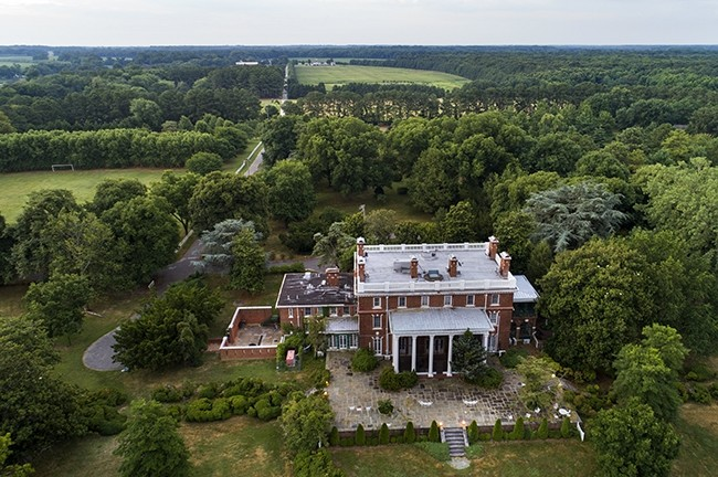A 45-acre Russian diplomatic compound, seized by the United States in December 2016 in connection with suspected Russian hacking activities sits abandoned on the banks of the Corsica River near Centreville, Maryland, USA, 10 July 2017. (EPA Photo)