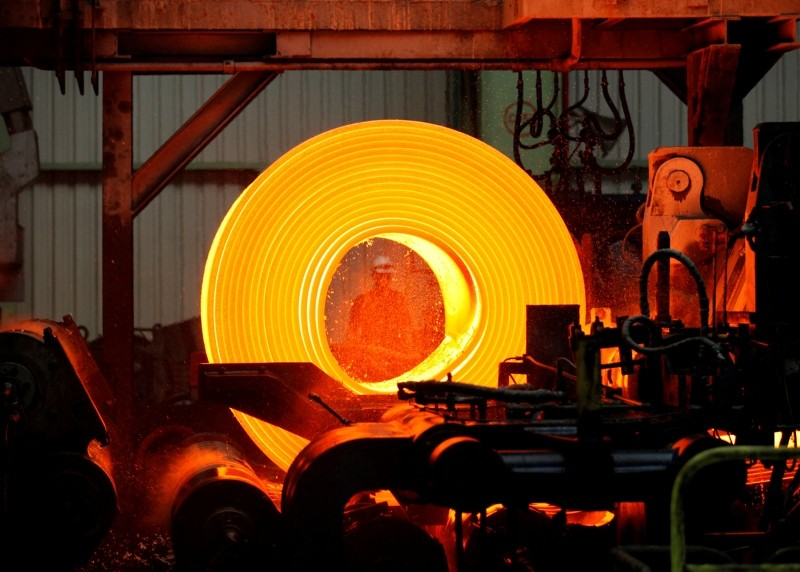 A man works at Turkish steel manufacturer ISDEMIR in Iskenderun in Hatay province, Turkey May 6, 2010. (Reuters File Photo)