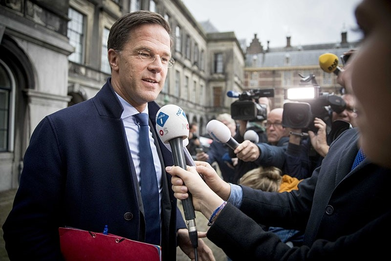 Mark Rutte of the The People's Party for Freedom and Democracy (VVD) party talks to the press at the Binnenhof, The Hague, The Netherlands, Oct. 09, 2017. (EPA Photo)