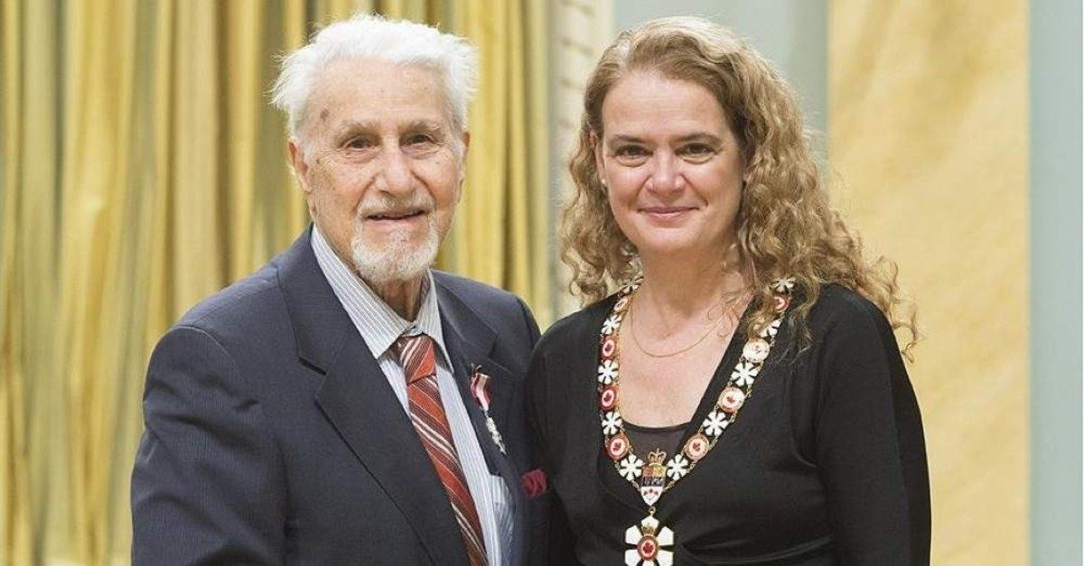 Dr. Fuad Sahin (left) was awarded the Order of Canada in 2018 and received the award from the Governor of Canada, Julie Payette (right), at a ceremony held at the General Governor's Office in Ottawa. (AA Photo)
