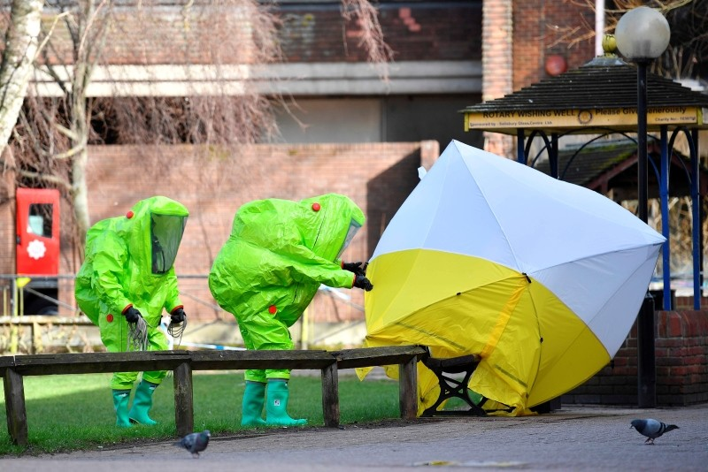 This March 08, 2018 file photo shows members of the emergency services in green biohazard suits near the bench where Sergei Skripal and his daughter were found on March 4 in critical condition in Salisbury, southern England. (AFP Photo)