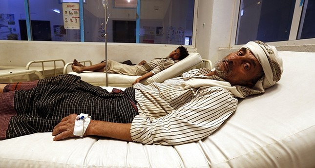 Cholera-infected Yemenis receive treatment amid an acute cholera outbreak at a hospital in Sana'a, Yemen, August 7, 2017. (EPA Photo)