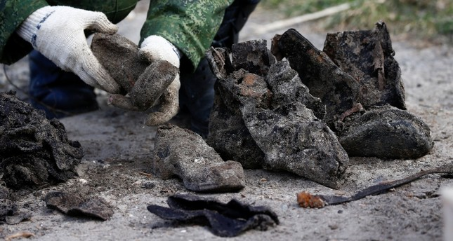 A soldier takes part in the exhumation of a mass grave containing the remains of about 730 prisoners of a former Jewish ghetto, discovered at a construction site in the center of Brest, Belarus February 26, 2019. (Reuters Photo)