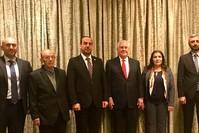 تيلرسون وسط أعضاء وفد المعارضة السورية في عمان