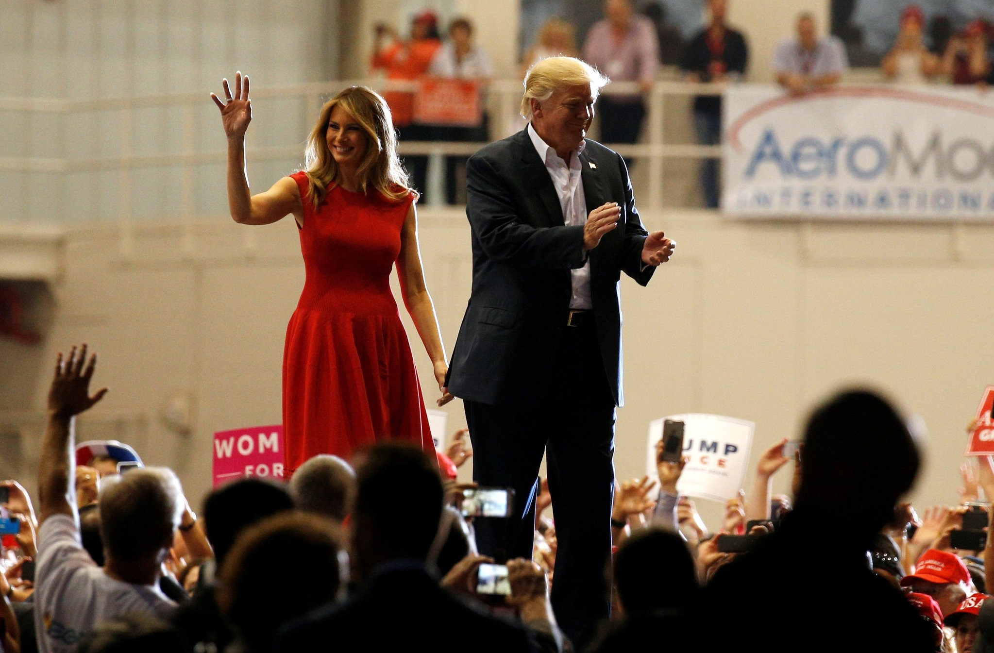 U.S. President Donald Trump and first lady Melania Trump acknowledge supporters during a rally in Melbourne, Florida, U.S. February 18, 2017. (REUTERS Photo)