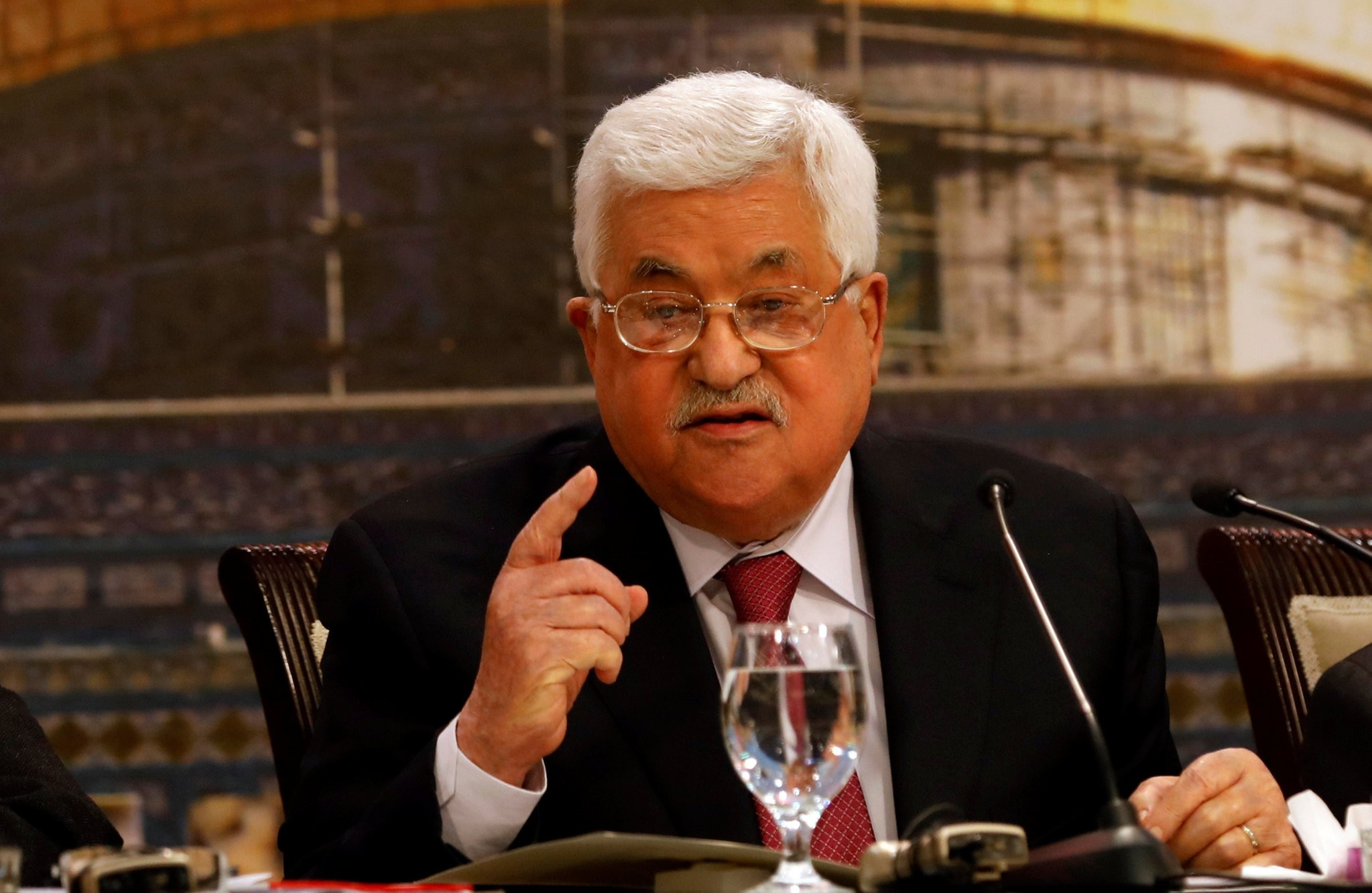 Palestinian President Mahmoud Abbas gestures as he speaks during the Palestinian National Council meeting in Ramallah, in the occupied West Bank April 30, 2018. (REUTERS Photo)