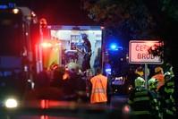 طواقم الإسعاف في مكان الحادث الفرنسية