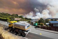 More than 1,000 flee uncontrollable fires in New Zealand