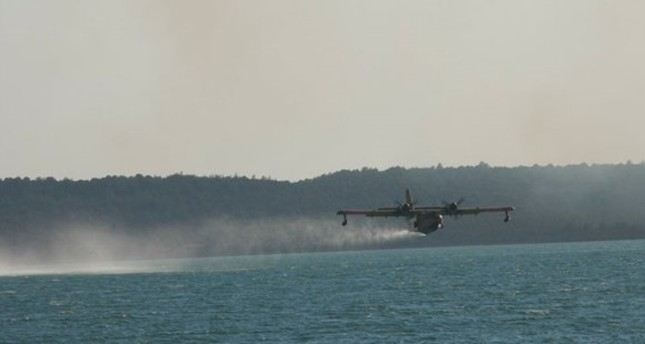 تركيا ترسل مروحيتين للمساعدة في إخماد حرائق غابات في جورجيا
