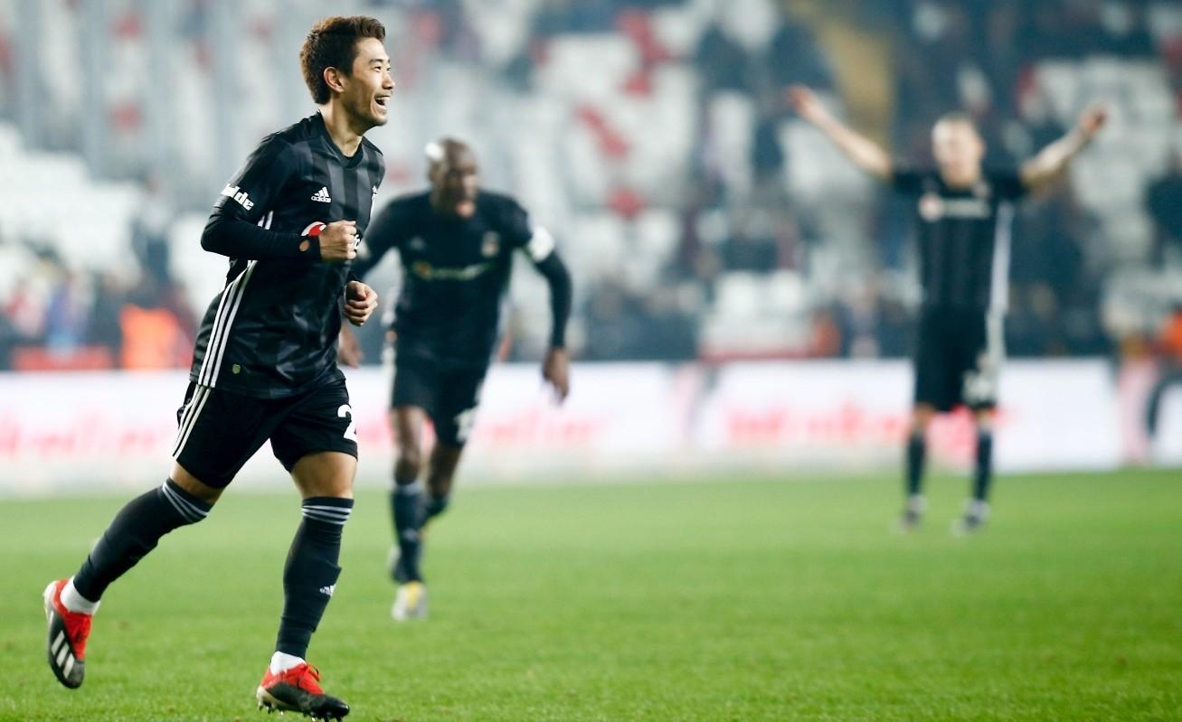 Japanese midfielder Shinji Kagawa celebrates after scoring on his debut for Beu015fiktau015f against Antalyaspor in the Turkish Super League, Feb. 3, 2019.