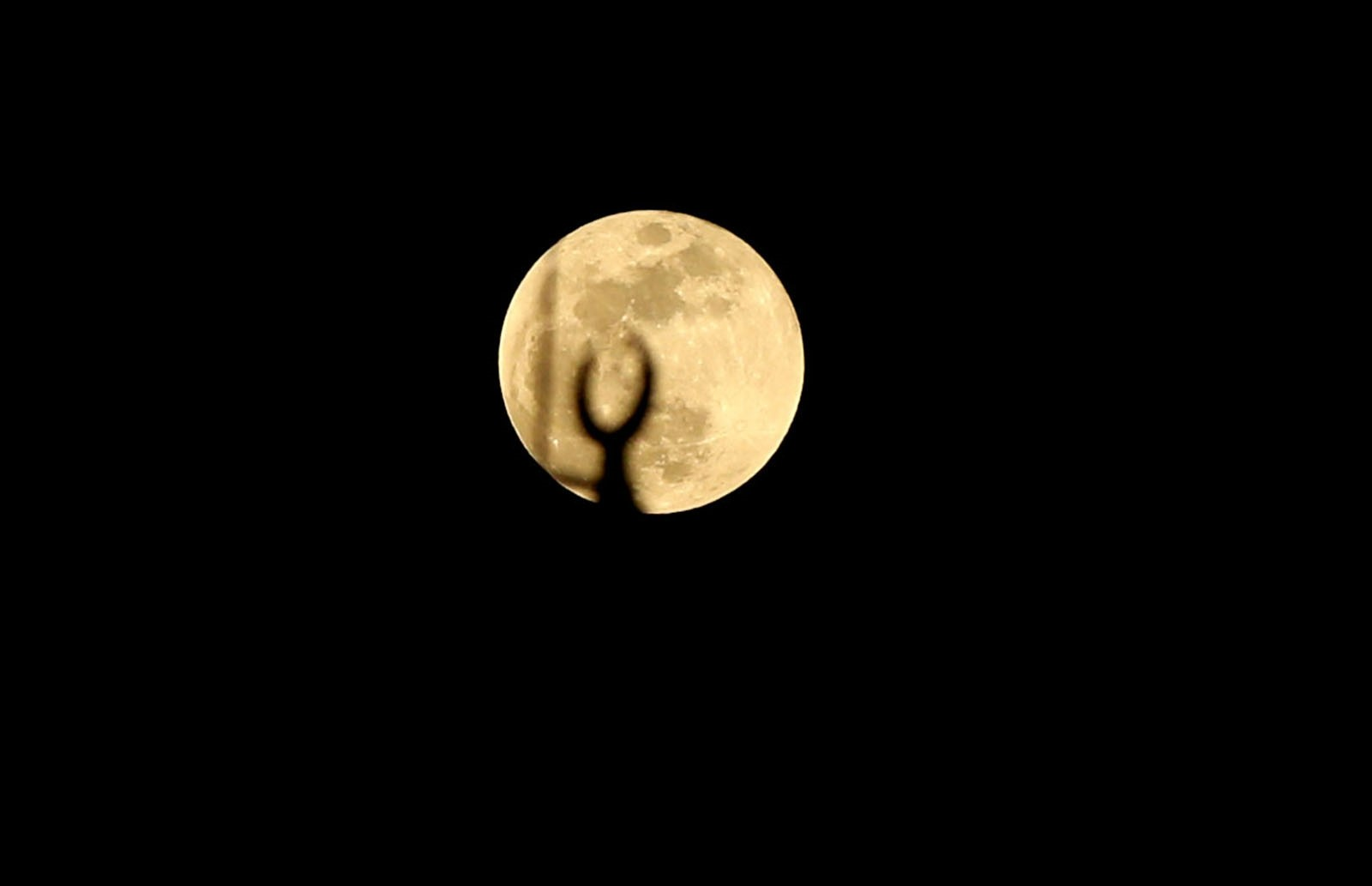 Supermoon sighted in Istanbul (AA Photo)