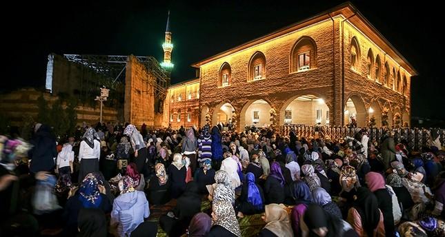 الأتراك يحيون ليلة النصف من شعبان في عموم البلاد