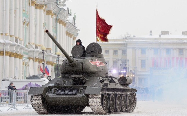 A Soviet WWII-era T-34 tank drives during the military parade marking the 75th anniversary of the lifting of the Nazi siege of Leningrad, at Dvortsovaya Square in Saint Petersburg on Jan. 27, 2019. (AFP Photo)