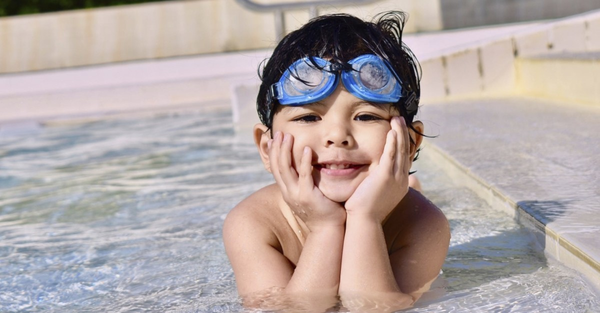 Using swimming goggles can help protect the eyes.