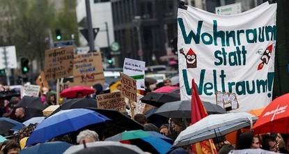 Wohnungsnot und explodierende Mieten haben am Samstag in Berlin Zehntausende auf die Straße getrieben: An einer Demonstration unter dem Motto Gemeinsam gegen Verdrängung und Mietenwahnsinn nahmen...